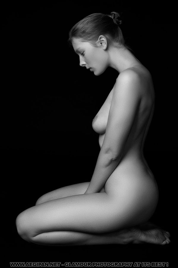 UtopiaHelena 35 Stunning Examples of Artistic Nude Photography