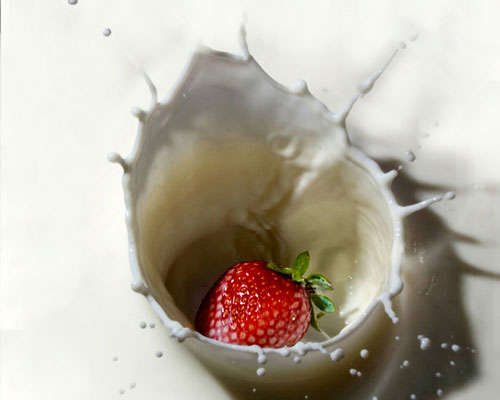 strawberry-in-milk High-Speed Photography: 30 Fascinating Photography